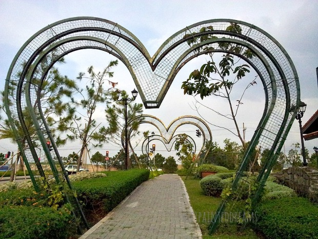 heart-shaped arches